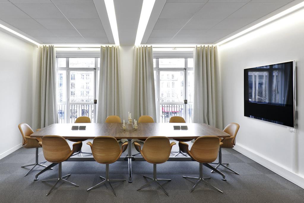 Salle de réunion VIP - La table de réunion